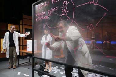 Dejvické divadlo - Elegance molekuly