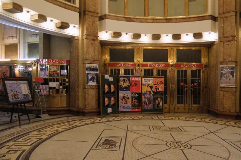 Divadlo Bez zábradlí - Každý rok ve stejnou dobu