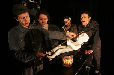 Divadlo Drak - Jak si hrají tatínkové