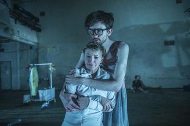 Divadlo X10 - Zmrzačení