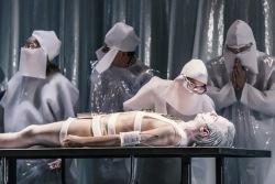 Unisex kombinuje Orwella, humor i melancholii