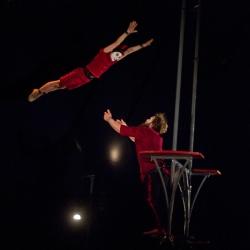 Nad Letnou létají akrobaté