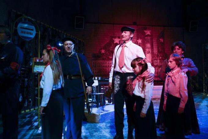 Divadlo F. X. Šaldy - Cena facky aneb Gottwaldovy boty (foto: Roman Dobeš)