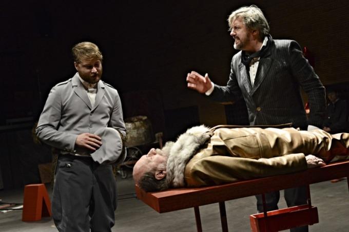Divadlo F. X. Šaldy - Leninovi balzamovači (foto: Roman Dobeš)