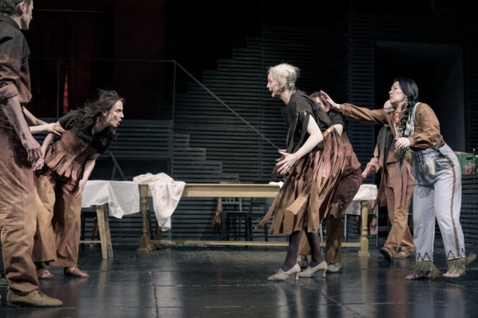 Divadlo F. X. Šaldy - Srpen vzemi indiánů (foto: Petr Neubert)