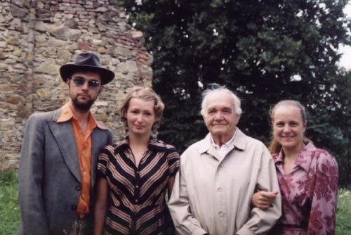 Róbert Nižnik, Hana Varadzinová, p. Šmajda, Eliška Vavříková (zexpedice do vesnic na východním Slovensku)