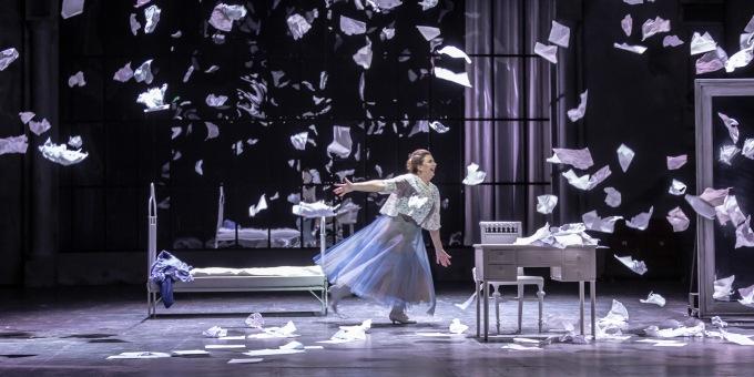 připravovaná inscenace opery P. I. Čajkovského Evžen Oněgin. Lucie Hájková jako Taťána (foto: Patrik Borecký)