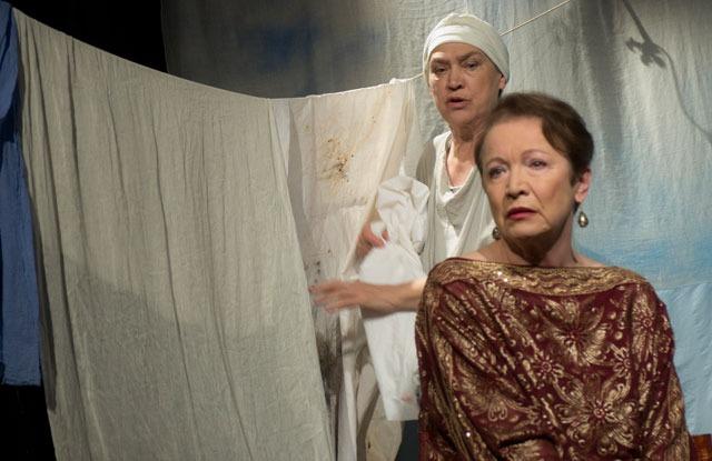 vzpomínka na inscenaci Žena zKorinta (foto: Viktor Kronbauer)