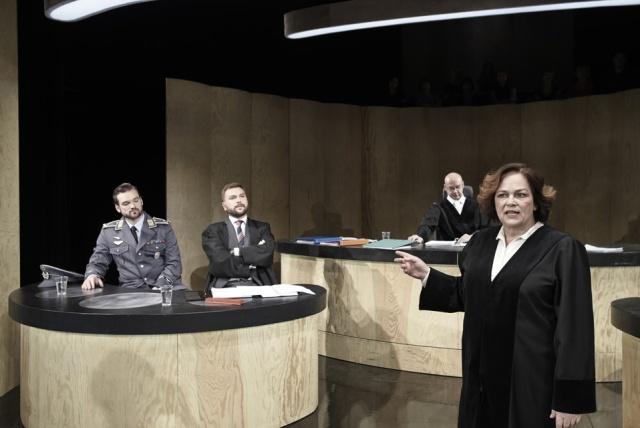 z inscenace Teror (foto: Alena Hrbková)