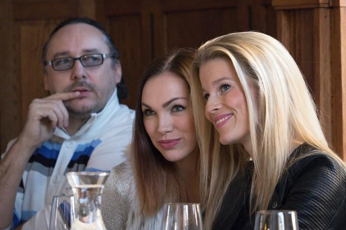 dvě krásné Angeliky pro hraběte Peyraca, Kamila Nývltová a Michaela Gemrotová (foto: Michal Novák)