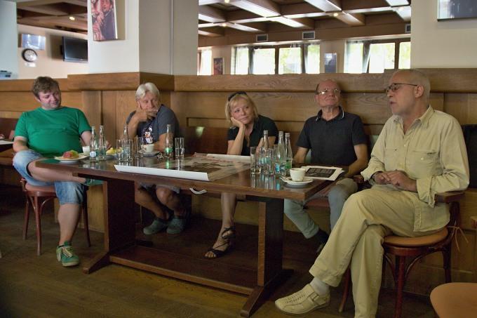 Michal Isteník, Jan Mazák, Hana Burešová, Štěpán Otčenášek, Jiří Záviš na tiskovém setkání v kubu MdB (foto: Michal Novák)
