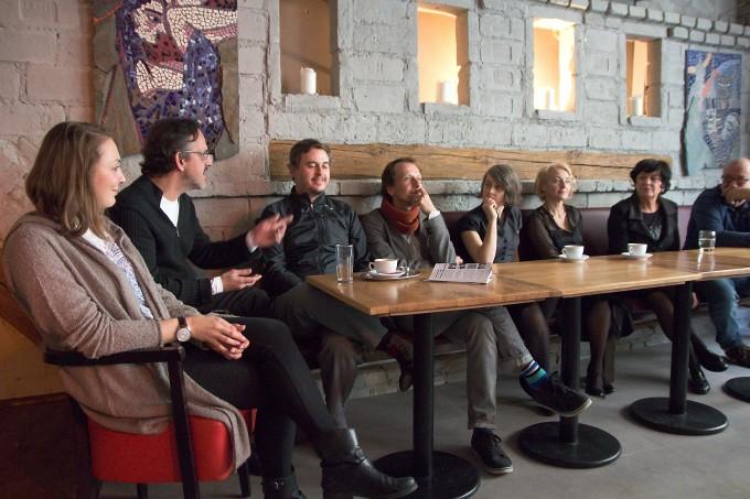 Sára Venclovská, Tom Ciller, Martin Kubran, Martin Čičvák, Ivana Uhlířová, Veronika Žilková, Lenka Skopalová, Vladimír Procházka (foto: Michal Novák)