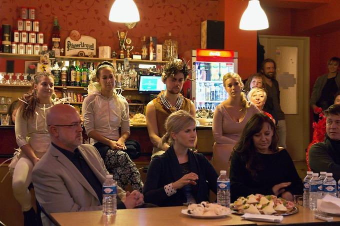 na tiskovém setkání v klubu DNF: Jan Koťátko, Adéla Šotolová, Kateřina Dušková a další (foto: Michal Novák)