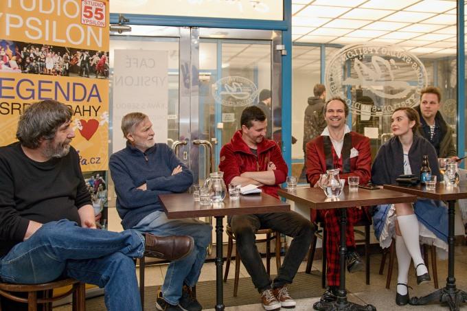 na tiskovém setkání v Café Ypsilon