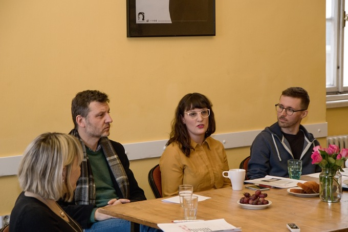 Miroslav Oščatka, Anna Davidová a Martin Sládeček na tiskovém setkání