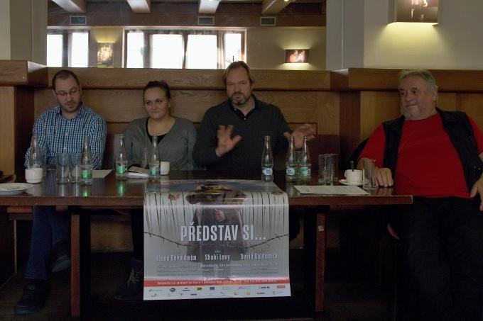 na tiskovém setkání... dirigent Dan Kalousek, dramaturgyně Klára Latzková, režisér Petr Gazdík ascénograf Emil Konečný