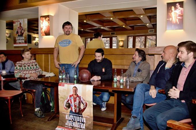 na tiskovém setkání vklubu MdB