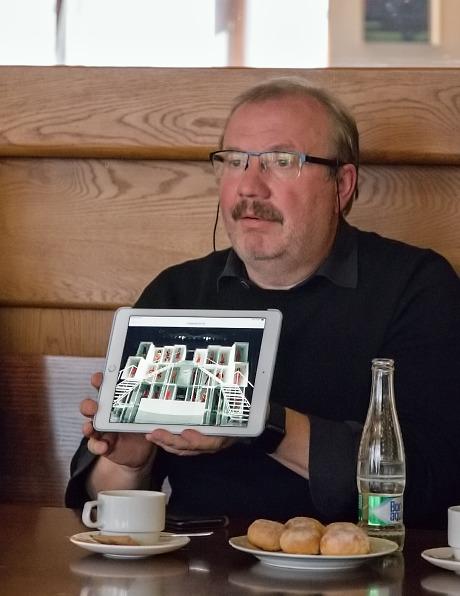 režisér Stanislav Moša prezentuje scénografické pojetí inscenace