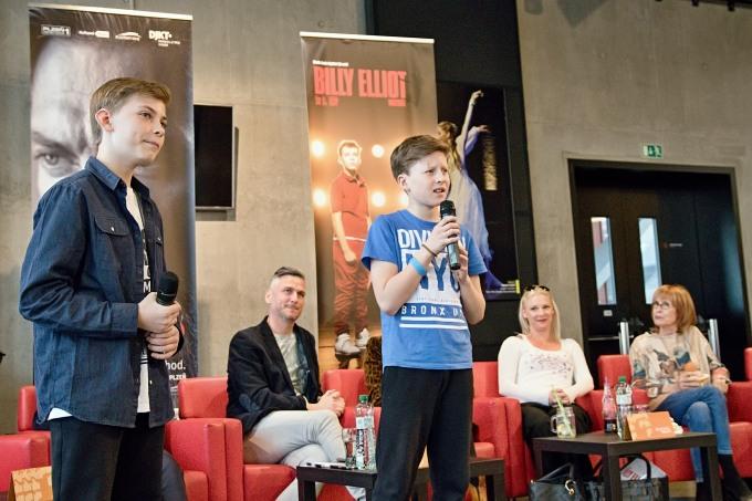 došlo i na písňovou ukázku z muzikálu: představitelé titulní role Miloslav Frýdl a Šimon Fikar