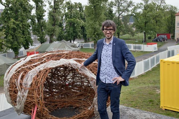 Ivo Kristian Kubák a podivné hnízdo v adaptačním táboře (mimozemšťani zatím nespatřeni)