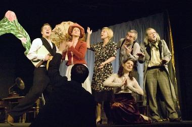 Věnováno starým kočovným hereckým společnostem