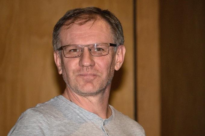 Během tiskového setkání Ondřej Sokol vyhlásil anketu, které brýle mají být doplňkem Martina Fingera, jenž ztvární postavu otce. Tyto nevyhrály.