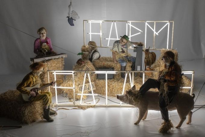 Münchner Kammerspiele - Farm Fatale (foto: Martin Argyroglo)